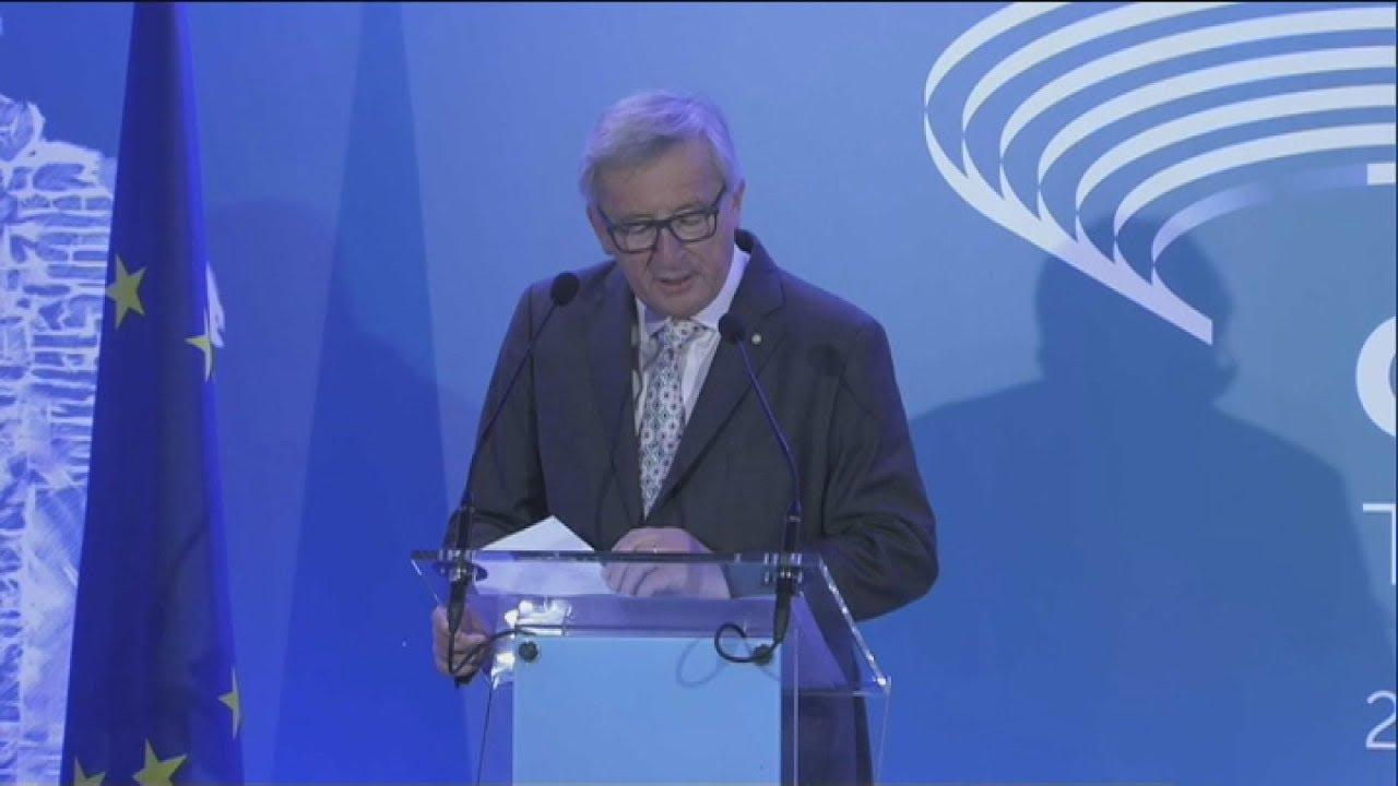 Ζ. Κ. Γιούνκερ: Θέλω να αποτίσω φόρο τιμής στο θάρρος του ελληνικού λαού