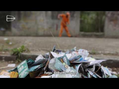 Lixo eleitoral causa transtornos.