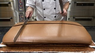 Original Chocolate Jiggly Cake Cutting