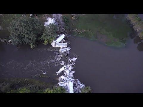 Последствия обрушения моста с грузовым поездом в США: видео с беспилотника - DomaVideo.Ru