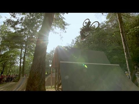 Mountain bike and BMX dirt jumping contest - Red Bull Wild Ride (видео)