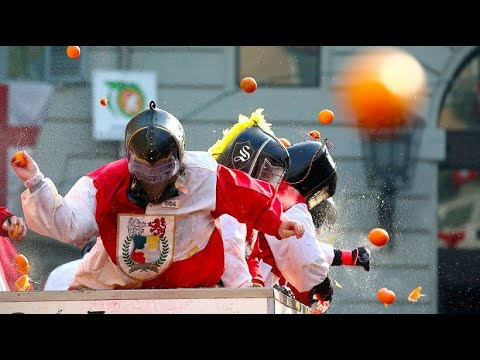 Orangenschlacht in Italien: In Ivrea werden Organge ...