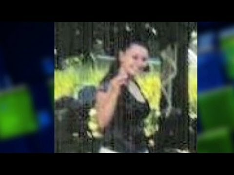 amanda - Moments after missing Ohio woman Amanda Berry broke free from her alleged captor's home, she made a desperate 911 call. For more CNN videos, visit our site a...