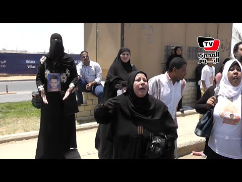 انهيار وبكاء أهالي الشهداء بعد تأجيل النطق بالحكم في قضية «مذبحة بورسعيد»