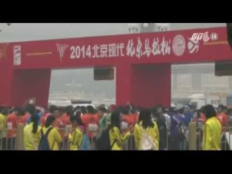 Chạy Marathon trong khói bụi ở Bắc Kinh