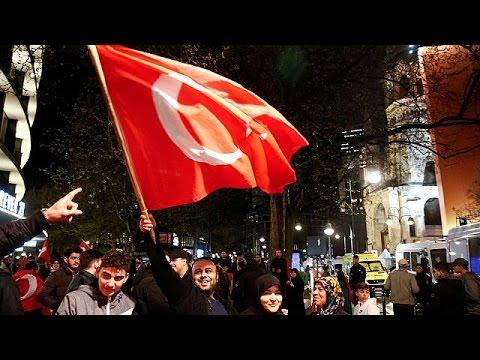 Στο πλευρό του Ερντογάν οι Τούρκοι της διασποράς