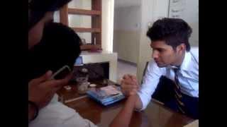Arm Wrestling Shahrukh Vs Fahim :D
