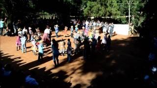 """Festa Junina na Viver Escola Waldorf de Bauru, em 23 de junho de 2012. Performance """"Viva São João"""" pelos alunos dos 1º e 2º..."""
