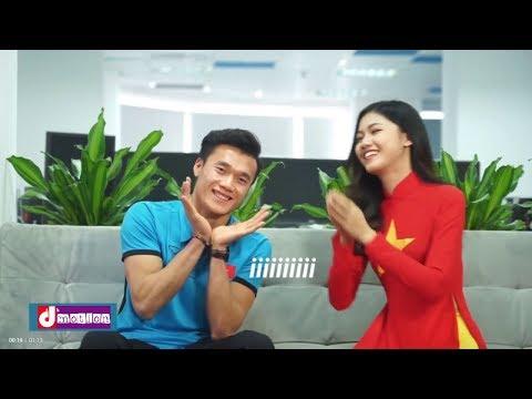Thủ Môn U23 Việt Nam Bùi Tiến Dũng Biểu Cảm Dễ Thương Cùng Chị MC Xinh Đẹp - Thời lượng: 72 giây.