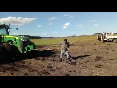 Video Como sacar tractor enterrado download in MP3, 3GP, MP4, WEBM, AVI, FLV January 2017