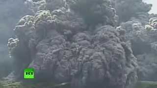 Japon : vidéo de l'éruption du volcan Shindake en accéléré