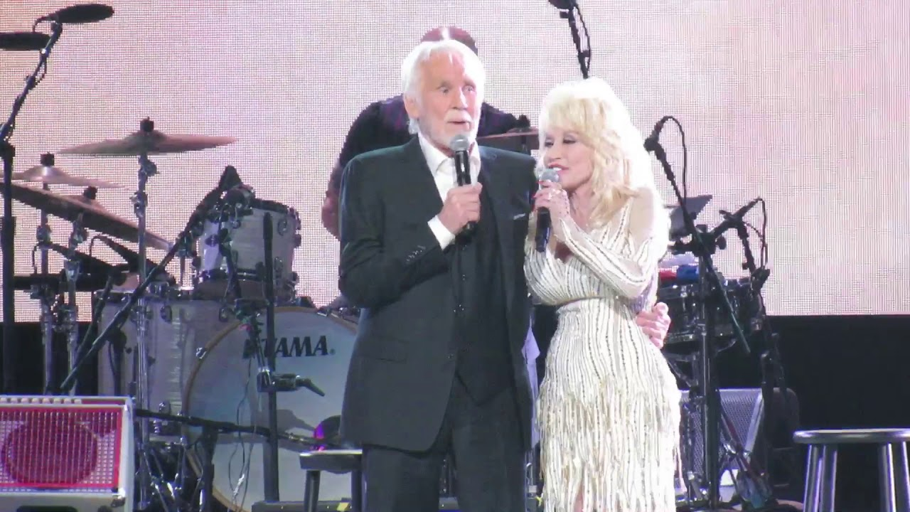 Kenny Rogers & Dolly Parton mic drop