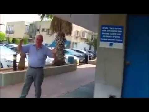 הבעלים של חברת אלדן - יוסף דהן - בהפגנה של ועד עובדי אלדן
