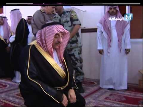 #فيديو :: الأمير محمد بن نايف يؤدي الصلاة في #مسجد_طوارئ_عسير