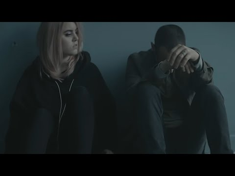 Heavy (Official Video) - Linkin Park (feat. Kiiara) - Thời lượng: 2:49.