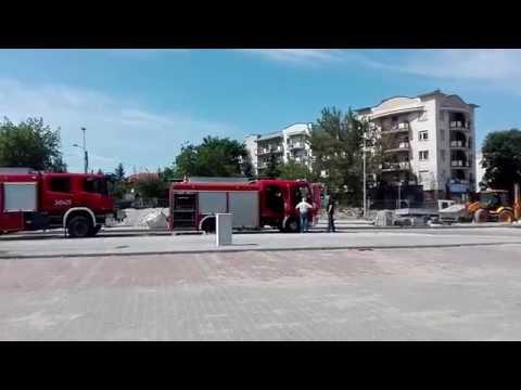 Pożar na Czarlińskiego w Toruniu. Palił się budynek gospodarczy