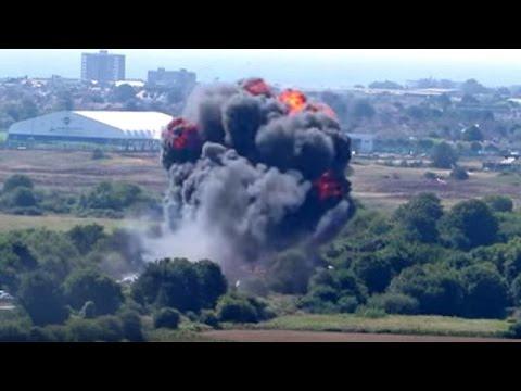 Μ.Βρετανία: Μαχητικό αεροσκάφος που συμμετείχε σε επιδείξεις συνετρίβη σε αυτοκινητόδρομο
