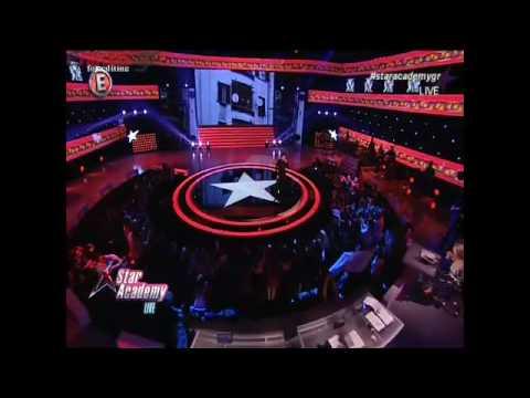 Video - Αυτό κι ήταν ατύχημα Έλληνα τραγουδιστή πάνω στην σκηνή! (ΒΙΝΤΕΟ)