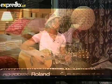 """Karlien van Jaarsveld Performs """"Jakkels Trou met Wolf se Vrou"""" on eXpresso"""