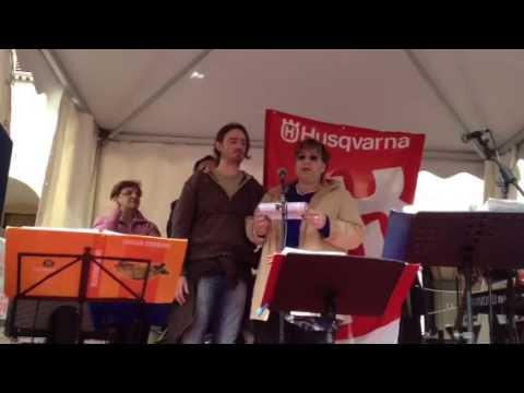 I lavoratori Husqvarna sul palco del Primo Maggio a Varese