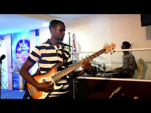 STEP BY STEP TO MAKOSSA ON BASS GUITAR