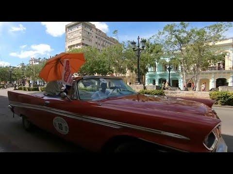 Ράλι με αυτοκίνητα αντίκες στους δρόμους της παλιάς πόλης της Αβάνας…