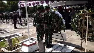 Video PROSESI PEMAKAMAN jenazah serda siswanto bayu aji - 1 dari 3 pasukan yang gugur di Nduga, Papua MP3, 3GP, MP4, WEBM, AVI, FLV Maret 2019