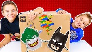 Video LEGO NOUS ENVOIE UN ENORME COLIS SURPRISE !!! 😱 MP3, 3GP, MP4, WEBM, AVI, FLV September 2017