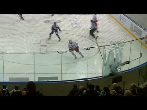 Как разбить стекло хоккейного борта? - спросите у Дмитрия Мегалинского!