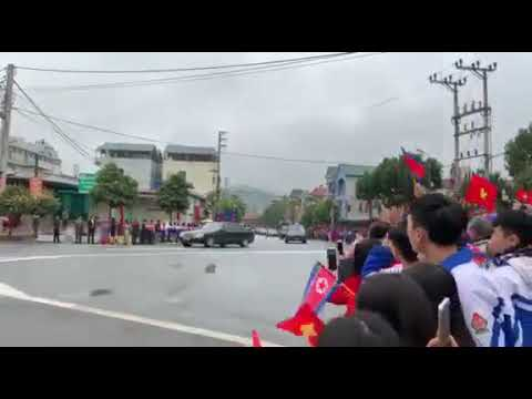 Người dân Lạng Sơn vẫy chào đoàn xe của ông Kim Jong Un - Thời lượng: 101 giây.