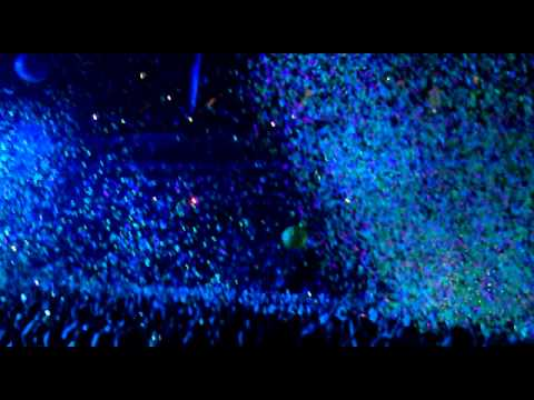 Coldplay - In My Place (Under 1 Roof @ The O2) 10/12/11