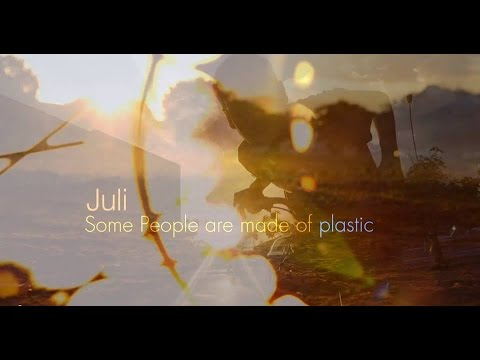 "Juli – ""Some People Are Made Of Plastic"" [Videoclip]"