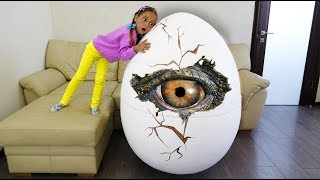 Video Giant Surprise Egg Funny Baby playing in the park with Giant Dinosaur with Johny Johny Yes Papa Song MP3, 3GP, MP4, WEBM, AVI, FLV Juni 2018