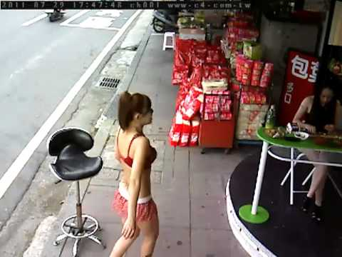 監視器不小心拍到檳榔西施,有亮點...
