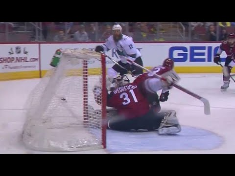 Video: Sharks' Thornton scores immediately after Coyotes' Wedgewood enters game
