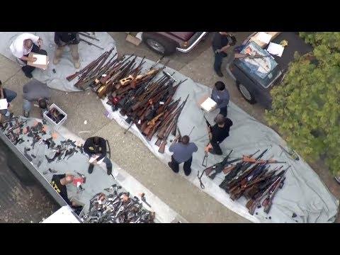 USA: Riesiges Waffenarsenal im Nobelviertel Bel Air ( ...