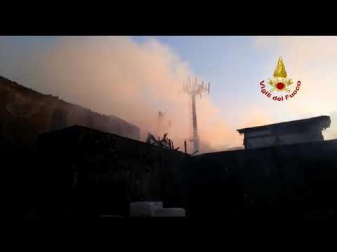Capannone in fiamme a San Cristoforo