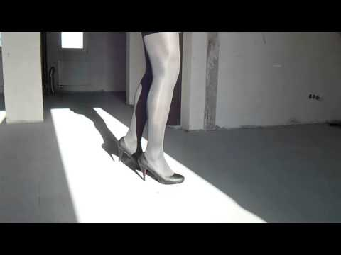highheels CD TV - Men in black high heels and graphite shiny tights 40 den,facet w szpilkach i rajstopachfacet w czarnych szpilkach i grafitowych rajstopach 40 den.
