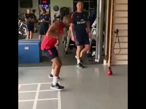 Macché Neymar: il Psg è un ring per Dani Alves!