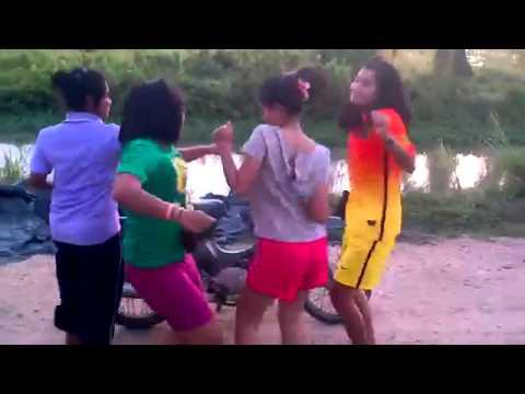 Các thôn nữ nhảy Ón ẸT cực hài