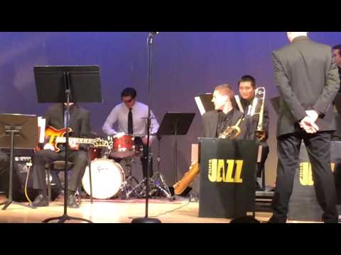 High school jazz band drummer gives the coolest drum solo of all time