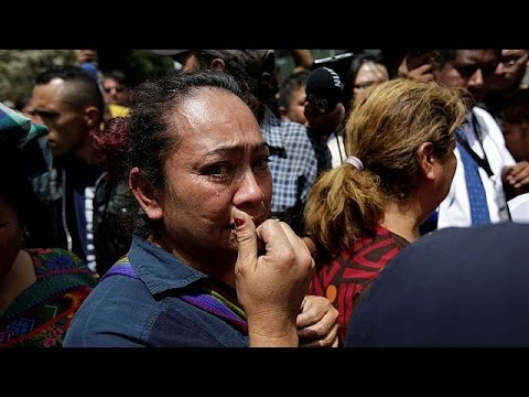 Θρήνος για τα κορίτσια που σκοτώθηκαν από πυρκαγιά σε κέντρο ανηλίκων