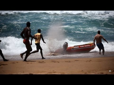 Lifeguards Lose Control Of Boat Stuck in Full Throttle - Salt Rock Ballito (Fail)