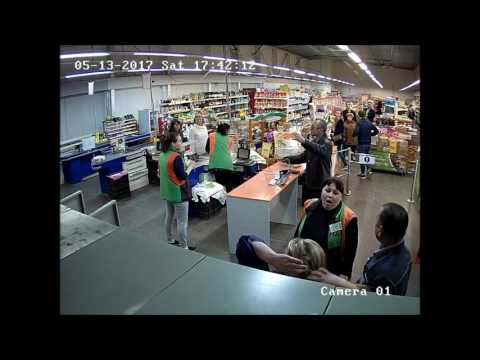 Nainen yrittää ryöstää kaupan kassan