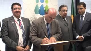 VÍDEO: Alberto Pinto Coelho assina ordens de serviços para o saneamento em Minas