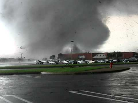 6 years ago today Tuscaloosa, Al was hit by an EF-4 Tornado. Still one of the most raw videos of a tornado I've ever seen.
