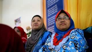 YB Azalina Turun Padang Serah Sumbangan OKU, Warga Emas
