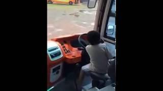 Video Anak Kecil Bisa Stir Bus, Hebatt!! MP3, 3GP, MP4, WEBM, AVI, FLV Desember 2017