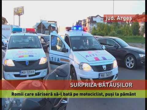 Trei romi care au vrut să atace un motociclist în trafic au fost puși la pământ de acesta