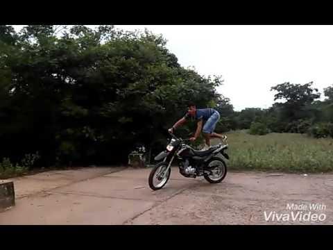 Bruno empinado em campestre Maranhão